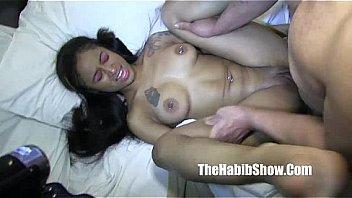 Четыре лесбиянки дрочат пилотки зубными щетками в душе