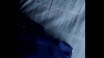 Брюнетка в черных нейлоновых чулочках, демонстрирует свои ноги для фут фетишистов