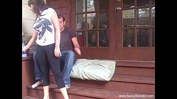 Села перед юношей на колени и реализовала отсос члена от первого личика