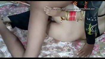18-летняя девчоночка смотрит траха и ласкает