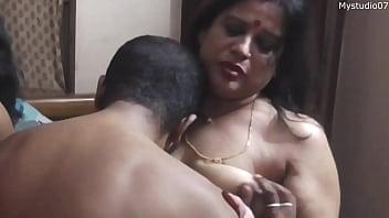 Девушка надо совету доктора и секс проходит легко на ура