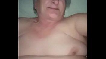 Сеанс массажа окончился струйным оргазмом для молодой брюнетки