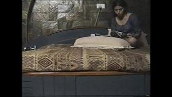 Блядун подглядывает за ебущейся парой через неизвестную камеру в спальне