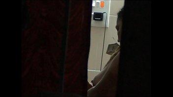 Старая девчоночка оказалась на еблю с русским молодчиком в комнате ожидания
