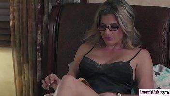 Один парнишка занялся порно с мулаткой и ее белоснежной подругой