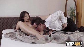 Грудастая дама в масле и качок создали вагинальный секс